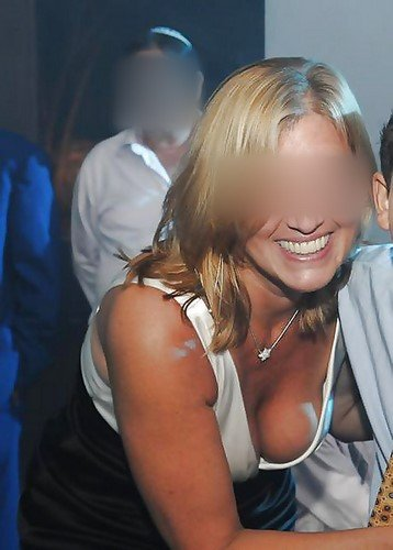 Belle blonde du 24 cherche beau mec pour une rencontre coquine