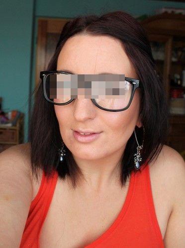 Meuf à lunettes veut se faire prendre en levrette